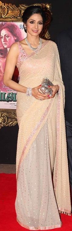 Sri Devi never seems to age. Looking radiant in this modern sari Ethnic Fashion, Asian Fashion, Fashion Women, Indian Attire, Indian Wear, Indian Dresses, Indian Outfits, Mehndi, Non Blondes