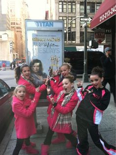 All the dance mom girls went as themselves for Halloween except for Mackenzie Ziegler who was a mouse. Description from kendallvertes.com. I searched for this on bing.com/images