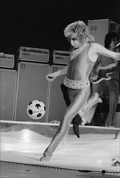 rod stewart never seen before pictures | Rod Stewart is a well-known soccer enthusiast