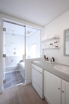 バス/トイレ事例:ガラス張りで浴室と洗面所の開放感が生まれる(M邸)