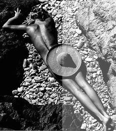 Photo Fernand Fonssagrives – La Plage de Cabasson 1936 Lisa Fonssagrives, by her husband Fernand Fonssagrives Art Photography, Fashion Photography, Inspiring Photography, Cecil Beaton, Lisa, Oscar Wilde, Black N White, Beach Bum, Nude Beach