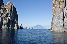 Emozioni eoliane: Stromboli all'orizzonte - Foto di Imperatore Travel