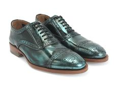 #21StepsStyleCourse  OOOOH! Oxfords that look like June Bugs! A subtle banker's shoe with a trimmed leather sole, The Brandenburg Light is the unisexy shoe for those seeking to be victorious on the battlefield of bowling alley board meetings and boardwalk barbeques.
