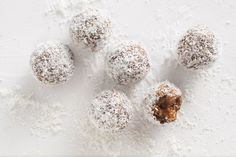 Short on time in the morning? Enjoy one of these Weet-Bix bliss balls as part of your brekkie. Aussie Food, Australian Food, Australian Recipes, Savoury Slice, Coconut Slice, Coconut Oil, Best Banana Bread, Bliss Balls, Protein Ball