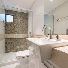 saadribeiroarquitetura - Cores neutras e uso de materiais nobres.... Banheiros também devem ser belos! #saadribeiro #arquitetura #interiores #mármore Créditos da foto: @carolsabio