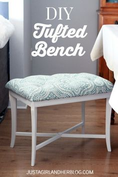 DIY Tufted Bench She took an old, beat up piano bench and turned it into this beauty! And she makes it look easy too! Diy Furniture Projects, Repurposed Furniture, Furniture Makeover, Home Projects, Tufted Bench, Bench Cushions, Diy Bank, Piano Bench, Table Bench