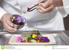 Botanists are warning that the foodie fad for 'edible' flowers could lead to people accidentally poisoning themselves. It comes as Sainsbury's launches a new edible-flower range. Breakfast Catering, Lunch Catering, Eatable Flowers, Nutrition, Edible Plants, Mets, Edible Art, Culinary Arts, Gourmet