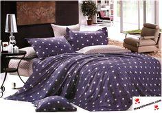 Свежо спално бельо от памук 4 части в лилав цвят с черни и сиви кръгчета.  Всички части на комплекта са с един десен и цвят. Приятната и нежна памучна материя. Нежност, уют и комфорт за вашия сън.  Комплекта е от 4 части и включва:  - долен чаршаф с размери 240 / 250 см. - плик - 200 / 230 см. - 2 броя калъфки с размери 75 / 75 см.