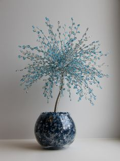 Do something similar with ombre beads?Discover thousands of images about How To Make A Wire Tree French Beaded Flowers, Wire Flowers, Beaded Crafts, Wire Crafts, Copper Wire Art, Bonsai Wire, Wire Tree Sculpture, Deco Nature, Wire Trees