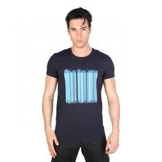 25,99€ - Camiseta manga corta marca Calvin Klein - Con cuello redondo, de color azul para Primavera/Verano. Tallas S,M,L,XL,XXL. Cómprala en https://www.lapasareladelamoda.com/home/517-calvin-klein-cmp43c-inicio-calvin-klein.html