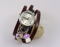 Montre femme automne pendentif champignon perles mauve de la boutique Cristalizade sur Etsy