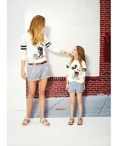 Mama e hija iguales a la moda