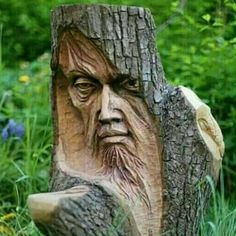Sculture in legno Wood carvings Wood Carving Faces, Tree Carving, Wood Carving Patterns, Wood Carving Art, Wood Carvings, Art Sculpture En Bois, Driftwood Sculpture, Garden Sculpture, Creation Art