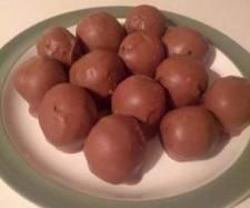 Recipe Easy Oreo Chocolate Balls by nkingston, learn to make this recipe easily in your kitchen machine and discover other Thermomix recipes in Desserts & sweets.