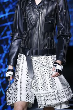 See detail photos for Louis Vuitton Spring 2016 Ready-to-Wear collection.