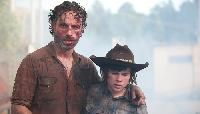 """Too Far Gone Rick Grimes (Andrew Lincoln) and Carl Grimes (Chandler Riggs) in """"The Walking Dead"""" Season 4 episode, """"Too Far Gone. Carl The Walking Dead, Walking Dead Returns, The Walk Dead, Just Keep Walking, Walking Dead Season 4, Walking Dead Tv Series, Chandler Riggs, Carl Grimes, Rick And Carl"""