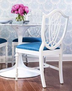 The way the shape of the vintage shield-back chairs plays against the pattern of @farrowandball's Lotus wallpaper has me all . xo Sam  #interior #interieur #interiordesign #design #designer #wallpaper #vintage #farrowandball #pattern #pretty #peony #peonies #pink #blue #blueandwhite #paintedfurniture #fleamarketfinds #midcentury #deco #decor #decoration #decoração #decoracao #decoracion #trend #tendance #maison #casa #minimumeffortmaximumstyle #sampynnstyle : @johnqueenan