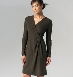 Vogue - 1257 Basic jurk met overslag DKNY   Naaipatronen.nl   zelfmaakmode patroon online