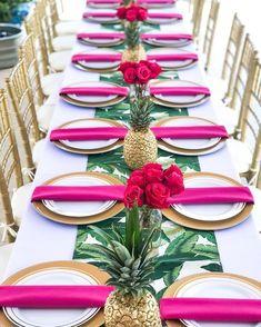 Fun and tropical Tropical Centerpieces, Wedding Centerpieces, Wedding Decorations, Table Decorations, Luau Theme Party, Festa Party, Tropical Bridal Showers, Hawaiian Theme, Event Decor