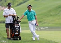 Nachrichtenfoto : Rickie Fowler waits to hit his second shot on the...