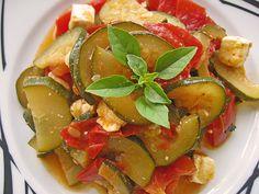 Tomaten-Zucchini-Pfanne mit Feta, ein schönes Rezept aus der Kategorie Schmoren. Bewertungen: 126. Durchschnitt: Ø 4,5.