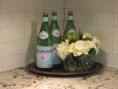 Pellegrino bottles always look so pretty as decorations! Kitchen Decor, Kitchen Sink, Kitchen Ideas, Entertaining Angels, Countertop Decor, Diy Shows, Home Staging, Interior Decorating, Interior Design