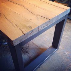 Robuuste industriele balkentafel metalen onderstel poten Timber Furniture, Steel Furniture, Diy Furniture, Wood Steel, Wood And Metal, Industrial Table, Industrial Furniture, Diy Esstisch, Door Table