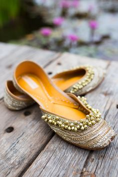 Golden colour punjabi jutti made with pure leather @raja_cloth