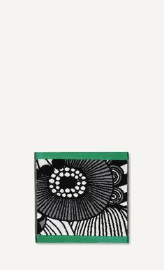 This cotton terrycloth mini towel features the large-scale Siirtolapuutarha pattern and has green end edges. Pattern: Siirtolapuutarha Pattern Designer: Maija Louekari Material: Cotton TerrySize: x x ) Color: green, white, black