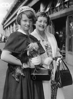 Bette Davis and her daughter 'BD' When Bette made 'Whatever Happened to Baby Jane'?, BD was in the movie with her mother, given the part of the neighbor's daughter. Old Hollywood Movies, Old Hollywood Stars, Hollywood Actor, Classic Hollywood, Hollywood Actresses, Joan Crawford, Bette Davis Eyes, Betty Davis, Baby Jane