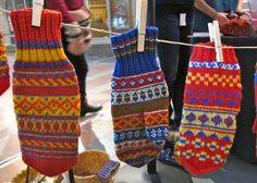 Vantar man blir glad av! Norwegian Knitting, Knit Mittens, Reno, Hand Warmers, Fingerless Gloves, Needlework, Knitwear, My Style, Crafts