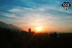 CAPTIONS AMANECERES Te presentamos la selección del día: <<AMANECERES>> en Caracas Entre Calles. ============================  F E L I C I D A D E S  >> @andre.pereirac << Visita su galeria ============================ SELECCIÓN @teresitacc TAG #CCS_EntreCalles ================ Team: @ginamoca @huguito @luisrhostos @mahenriquezm @teresitacc @marianaj19 @floriannabd ================ #amanecer #Caracas #Venezuela #Increibleccs #Instavenezuela #Gf_Venezuela #GaleriaVzla #Ig_GranCaracas…