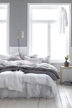 36 Cozy Minimalist Bedroom Design Trends - Home Decor Ideas Master Bedroom Design, Home Bedroom, Bedroom Decor, Bedroom Ideas, Light Bedroom, Grey Wall Bedroom, Master Suite, White Gray Bedroom, Bedroom Inspiration Cozy