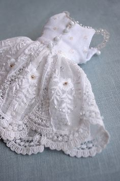 For Marietta ≈ White Symphony stunning dolls's dress Moda Barbie, Barbie Mode, Barbie Dress, Barbie Clothes, Doll Clothes Patterns, Clothing Patterns, Dainty Doll, Handmade Dresses, Handmade Dolls