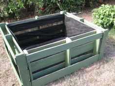 Wood pallets 537617274244934976 - pallets turned into raised beds – lined with landscape fabric Source by corbeljulie Pallets Garden, Wood Pallets, Painted Pallets, Pallet Gardening, Diy Pallet Vegetable Garden, Pallet Garden Box, Organic Gardening, Recycled Pallets, Recycled Wood