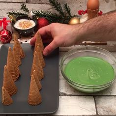 Weihnachtlicher Tannenwald - My Videos - Desserts - Dessert Recipes Christmas Cooking, Christmas Desserts, Christmas Treats, Christmas Party Food, Christmas Cakes, Cookie Recipes, Dessert Recipes, Cake Decorating Videos, Forest Cake