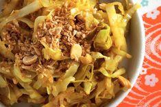 Kijk wat een lekker recept ik heb gevonden op Allerhande! Chinese kool met tomaat Yummy Food, Tasty, Healthy Food, Natural, Paleo Recipes, Food Videos, Cabbage, Clean Eating, Veggies