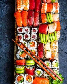 I could seriously eat this every two or three days. Cute Food, I Love Food, Good Food, Yummy Food, Sushi Recipes, Asian Recipes, Healthy Recipes, Sushi Party, Food Platters