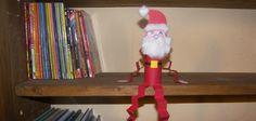 Voici un petit tutoriel pour fabriquer un Père Noël décoratif avec un rouleau de papier toilette. Vous pourrez ensuite poser ce Père Noël sur une étagère...