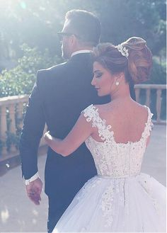 Buy discount Romantic Tulle V-neck Neckline Ball Gown Wedding Dresses With Lace Appliques at Dressilyme.com