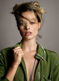 Vogue US July 2019 Cover Margot Robbie by Inez & Vinoodh Actriz Margot Robbie, Margot Elise Robbie, Margot Robbie Harley Quinn, Morgot Robbie, Corte Shaggy, Danielle Panabaker, Vogue Us, Most Beautiful Faces, Celebrity Crush