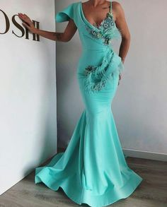 Newest wedding guest Aso Ebi Styles - Evening Dresses Models Blue Evening Dresses, Mermaid Evening Dresses, Evening Gowns, Elegant Dresses, Nice Dresses, Prom Dresses, Kleidung Design, Gowns For Girls, Ballroom Dress