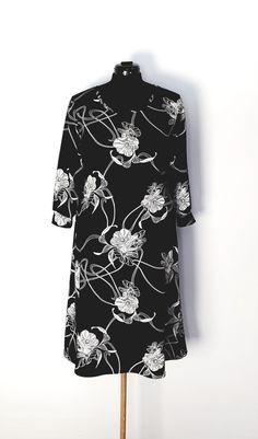 Kjole str.44 Handmade Dresses, High Neck Dress, Fashion, Turtleneck Dress, Moda, Fashion Styles, Fashion Illustrations, Handmade Clothes, High Neckline Dress