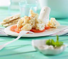 Wir haben den Blumenkohl mit einer indisch gewürzten Joghurtsauce abgeschmeckt – schön frisch, würzig und ideal für warme Tage! Potato Salad, Shrimp, Meat, Breakfast, Ethnic Recipes, Food, Style, Sauces, Salads