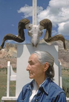 Georgia O'Keeffe, Ghost Ranch, New Mexico by Arnold Newman Artist Art, Artist At Work, Famous Artists, Great Artists, Georgia O'keeffe, Photo Portrait, Baba Yaga, Art Moderne, American Artists