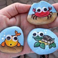 Les pierres sont faciles à trouver et existent dans une variété de formes et de tailles. Et croyez-le ou non, les pierres et cailloux peuvent divertir les enfants pendant une longue période ! Envisagez de faire une journée \\