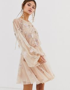Find the best selection of ASOS EDITION floral beaded mesh dress with balloon sleeve. Shop today with free delivery and returns (Ts&Cs apply) with ASOS! Mesh Dress, Dress Up, Pretty Dresses, Beautiful Dresses, Latest Fashion Clothes, Fashion Outfits, Embellished Crop Top, Robes Midi, Festa Party