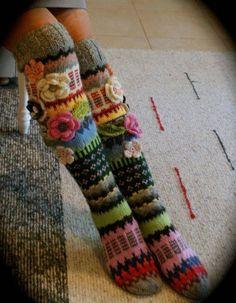 Amazing knitted socks with crochet flower detail Fair Isle Knitting, Knitting Socks, Hand Knitting, Knitting Patterns, Crochet Patterns, Knit Socks, Fun Socks, Crazy Socks, Crochet Slippers