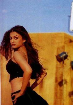 Throw back photo of Aishwarya Rai Bachchan Aishwarya Rai Young, Actress Aishwarya Rai, Aishwarya Rai Bachchan, Bollywood Actress, Aishwarya Rai Makeup, Bollywood Makeup, Most Beautiful Eyes, Most Beautiful Indian Actress, Beautiful Pictures