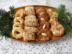 Danish traditional Christmas cookies from the Denmark-pictures blog (in English).